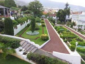 Сад расположен на склоне
