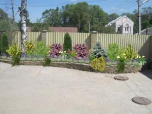 Забор с подпорной стенкой